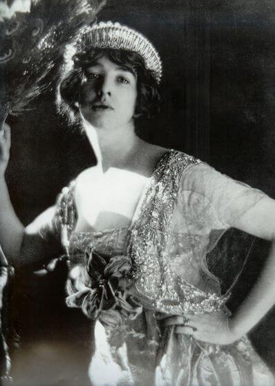 first fashion photographs