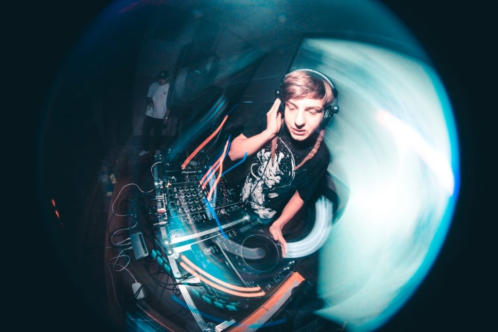 dj-party-fisheye-photography